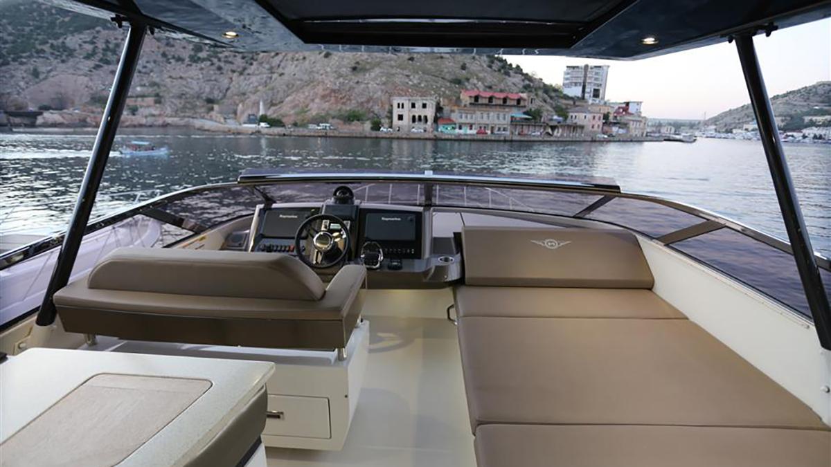 Marquis 630 Sport Yacht | Экстрьер 10