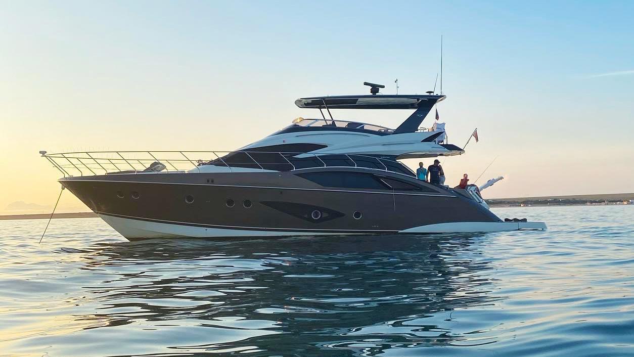 Marquis 630 Sport Yacht | Экстрьер 2