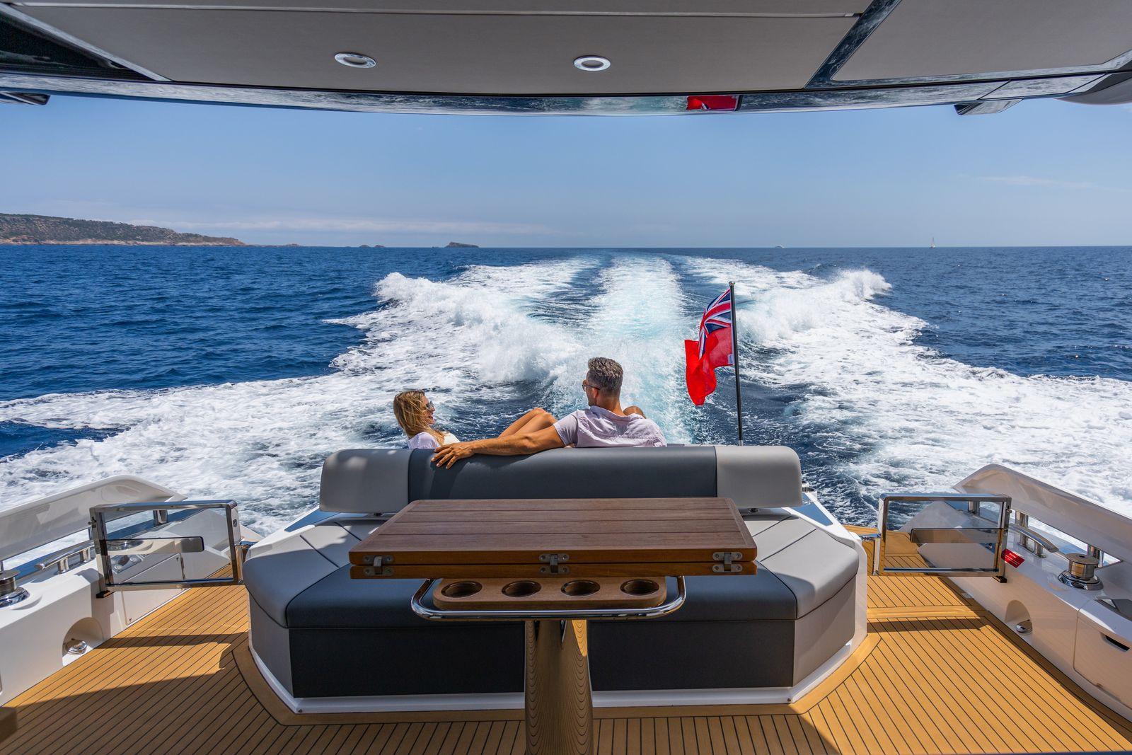 Sunseeker 65 Sport Yacht | Экстрьер 12