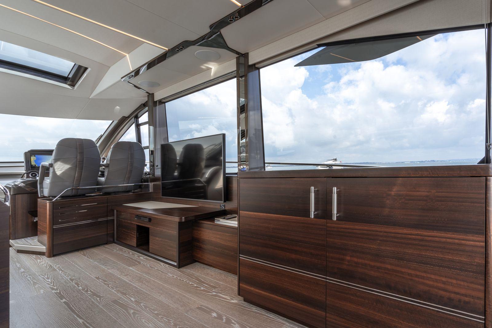 Sunseeker 65 Sport Yacht | Интерьер 6