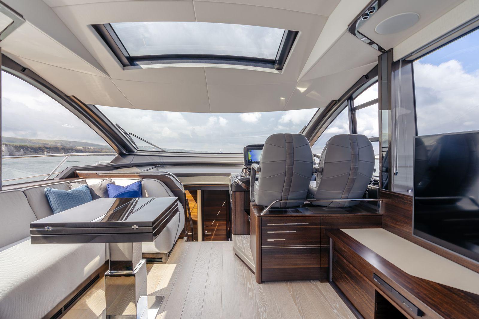 Sunseeker 65 Sport Yacht | Интерьер 1