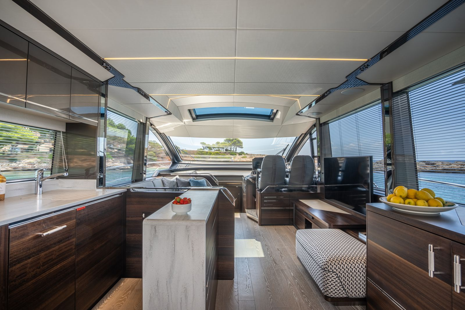 Sunseeker 65 Sport Yacht | Интерьер 0