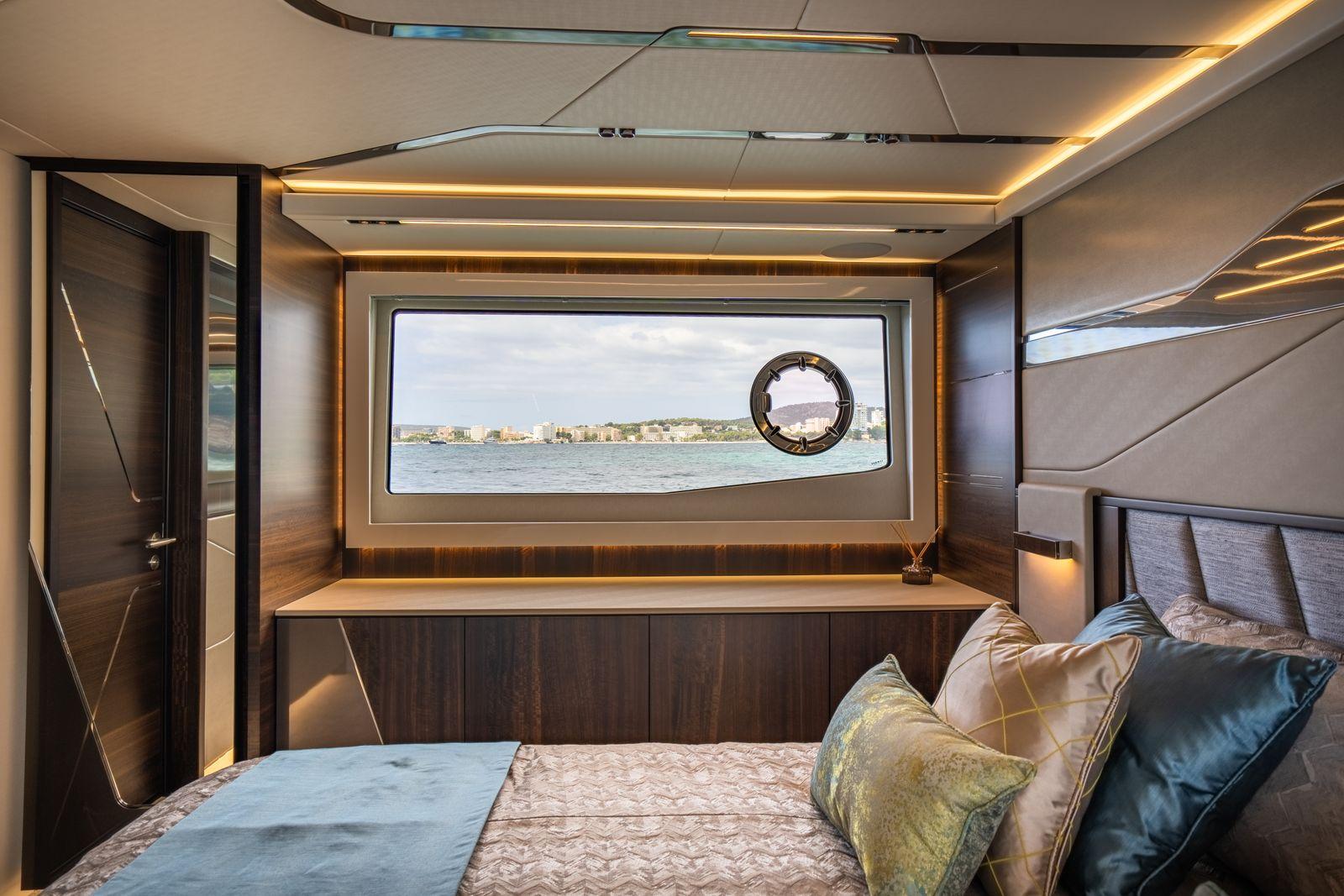 Sunseeker 65 Sport Yacht | Интерьер 10