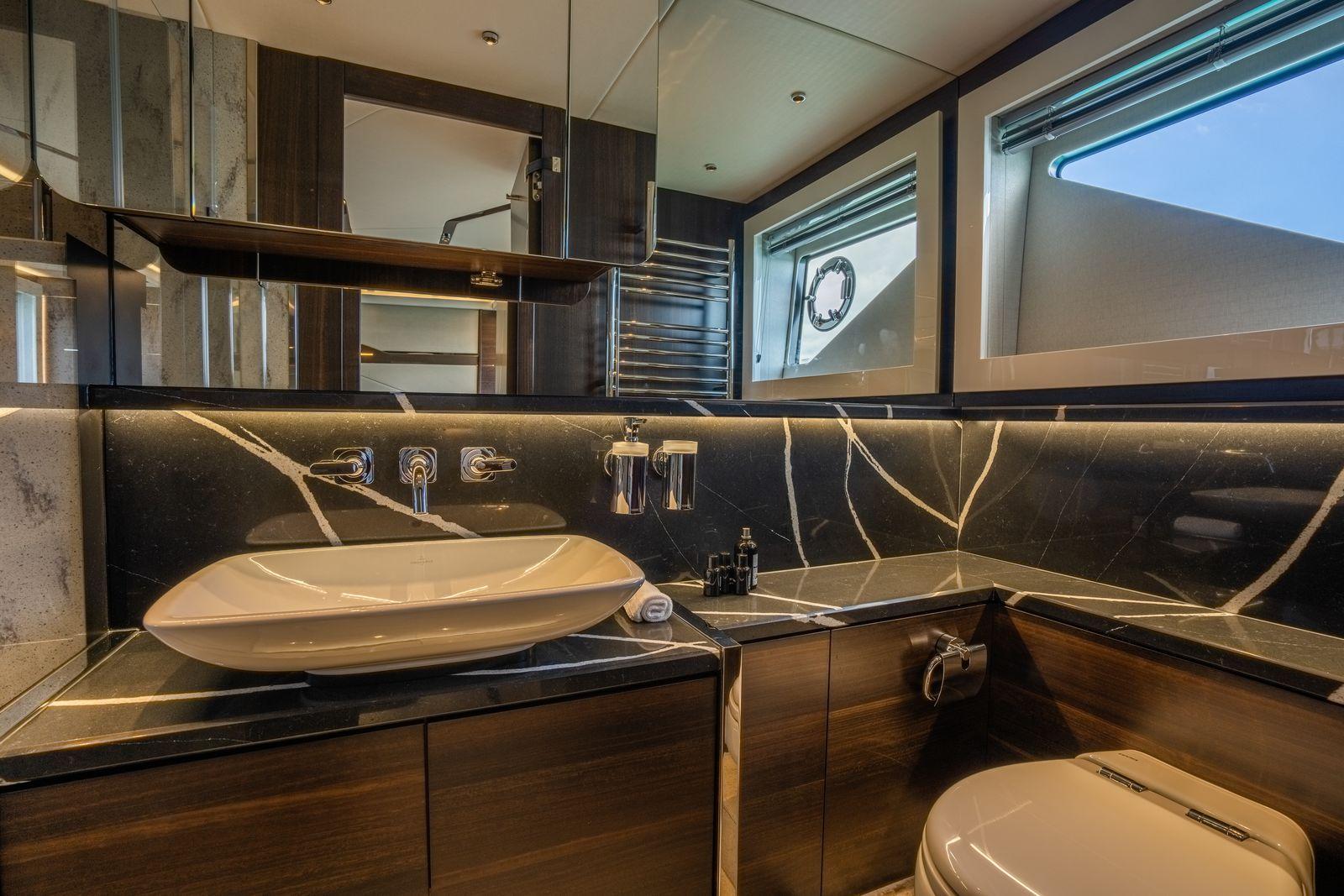 Sunseeker 65 Sport Yacht | Интерьер 11