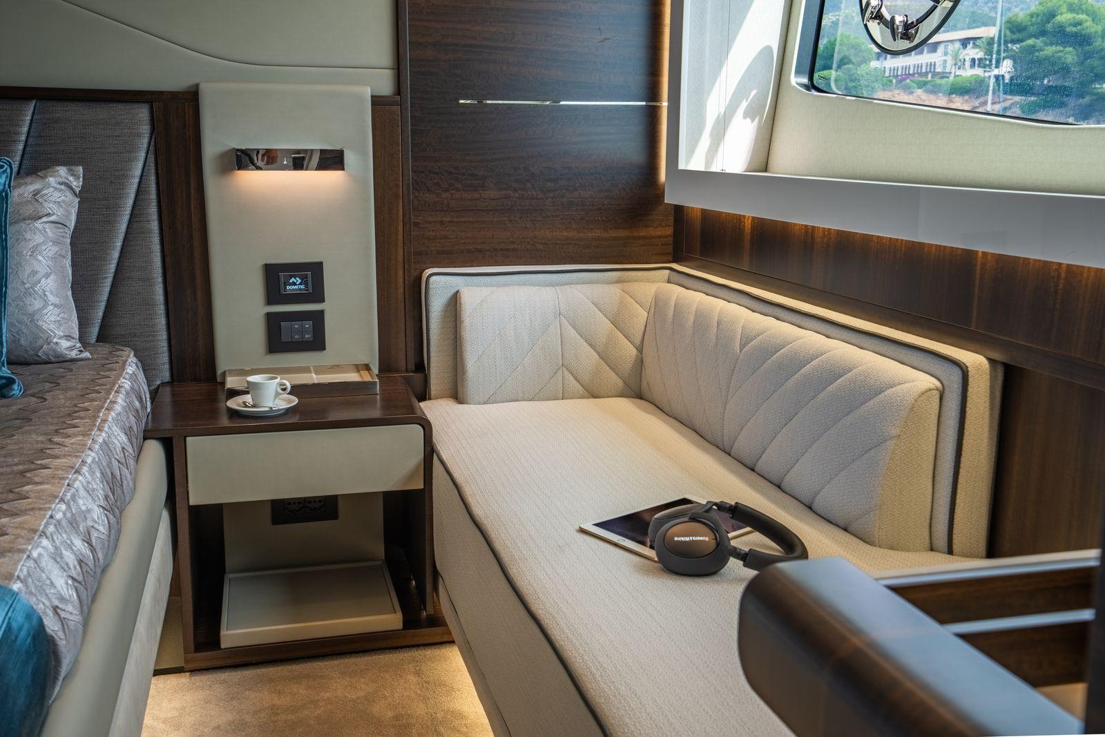 Sunseeker 65 Sport Yacht | Интерьер 12