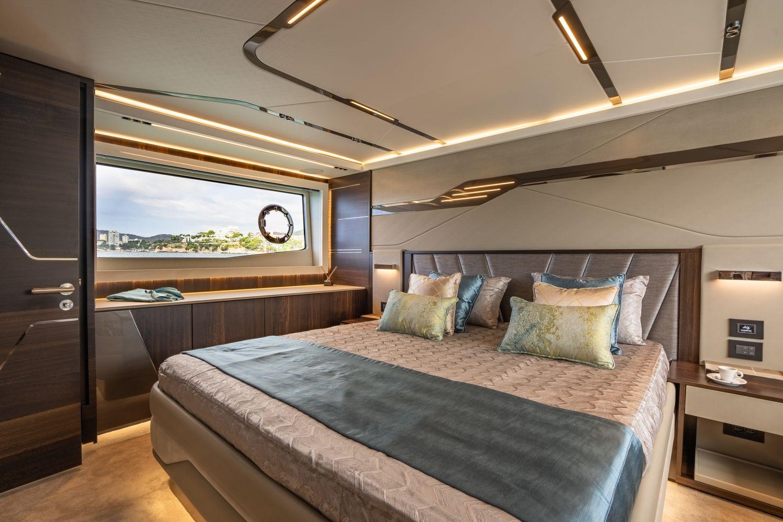 Sunseeker 65 Sport Yacht | Интерьер 13