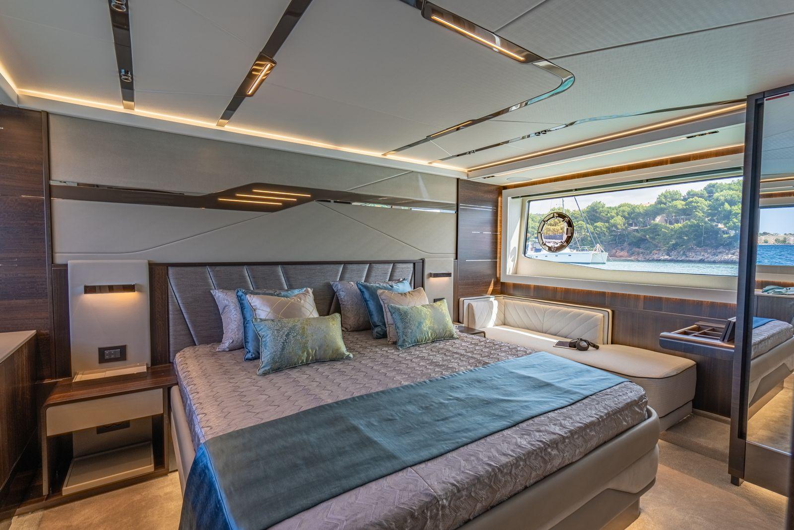 Sunseeker 65 Sport Yacht | Интерьер 16
