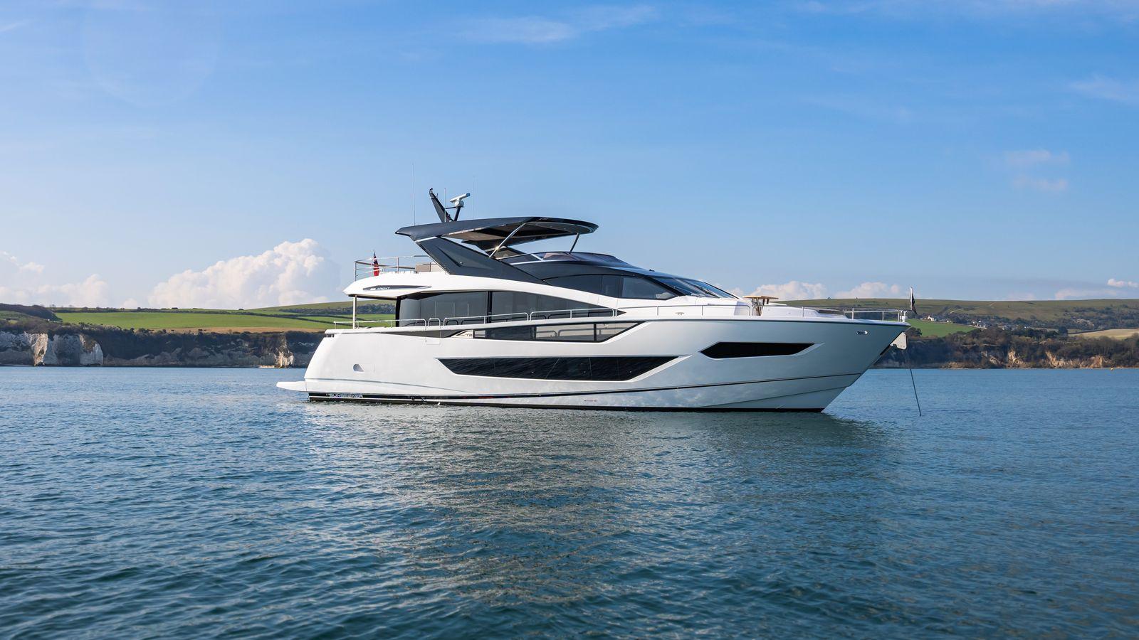 Sunseeker 88 Yacht   Экстрьер 3