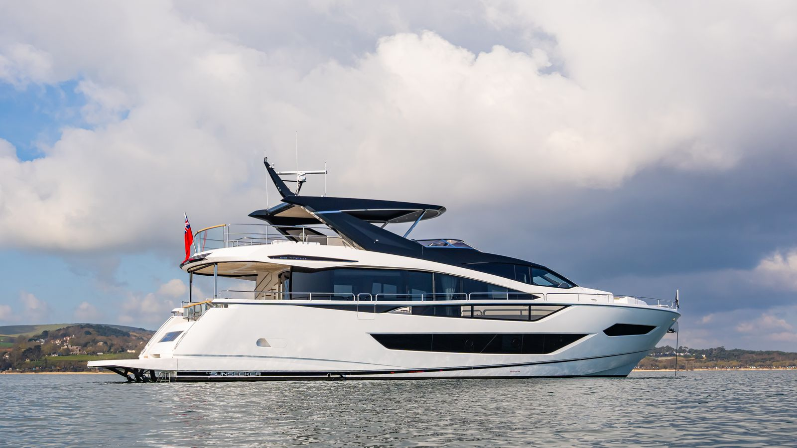 Sunseeker 88 Yacht   Экстрьер 5