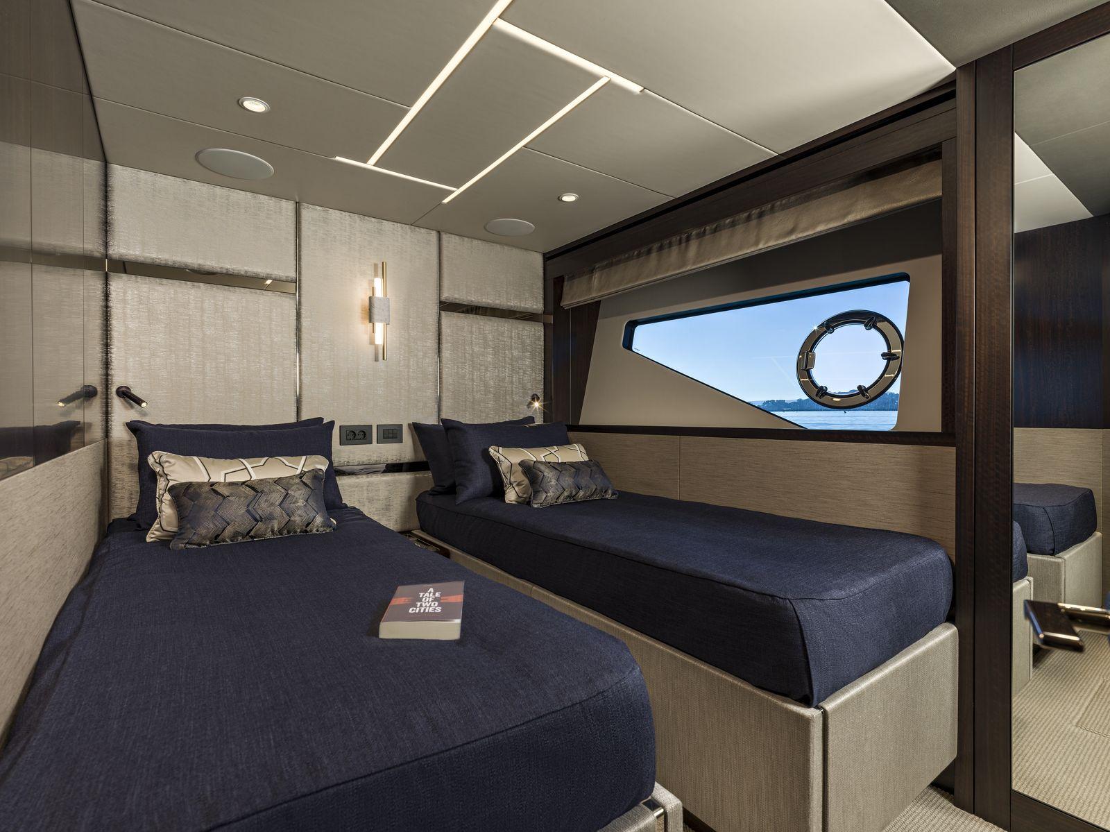 Sunseeker 88 Yacht | Интерьер 8