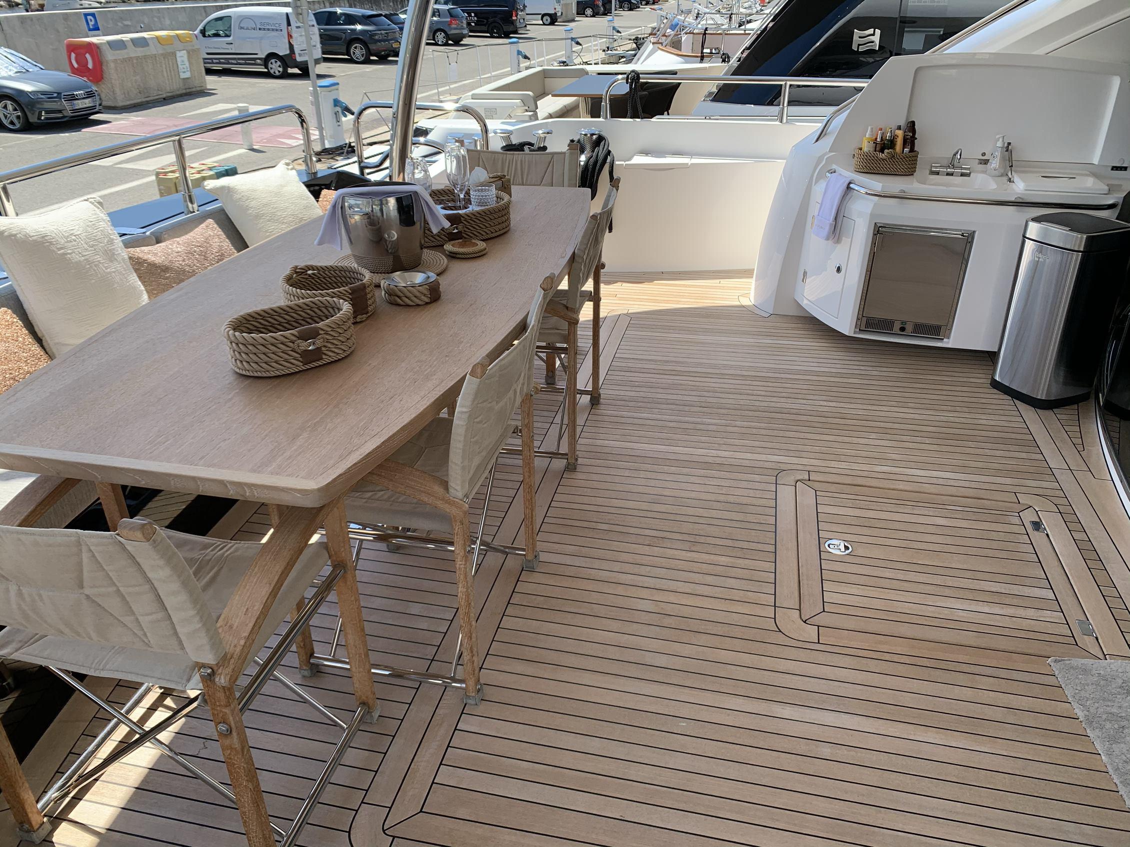 Sunseeker 88 Yacht (011) | Интерьер 0