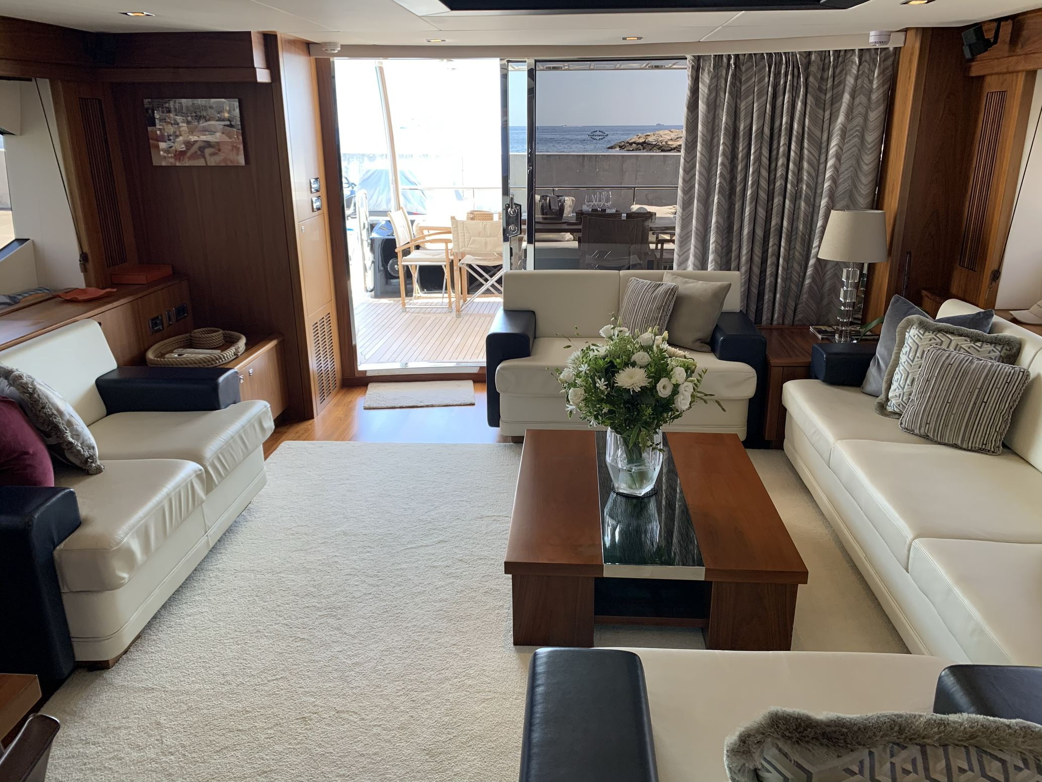 Sunseeker 88 Yacht (011) | Интерьер 8
