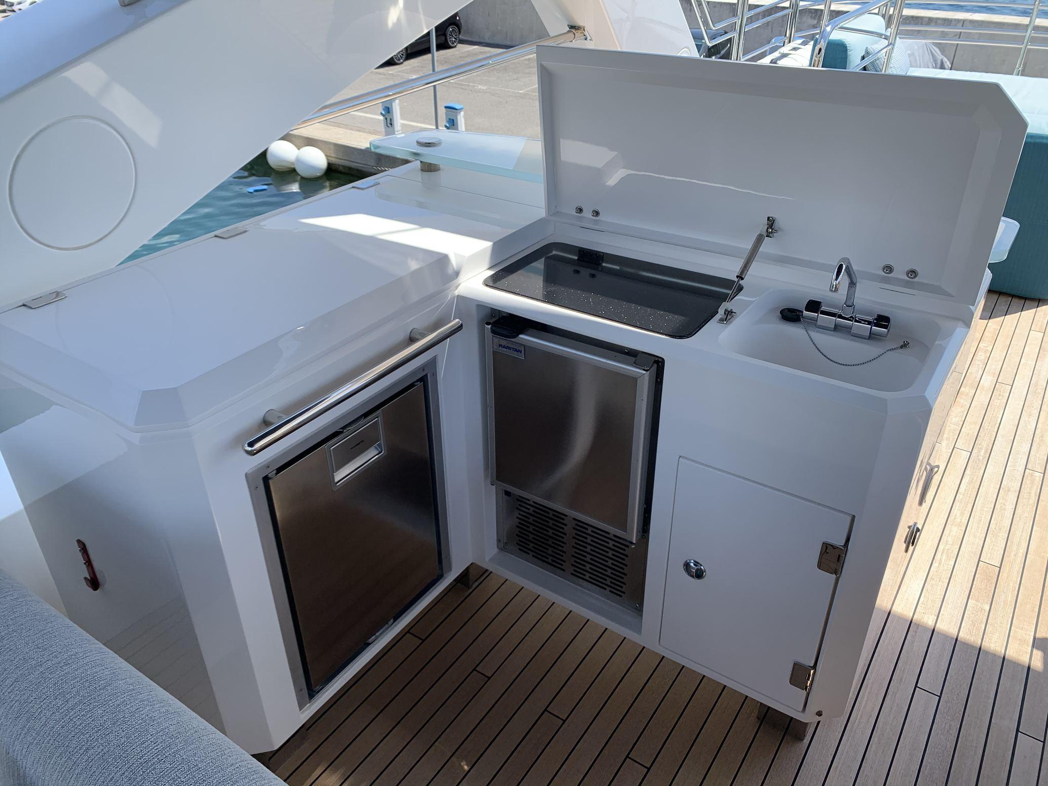 Sunseeker 88 Yacht (011) | Интерьер 9