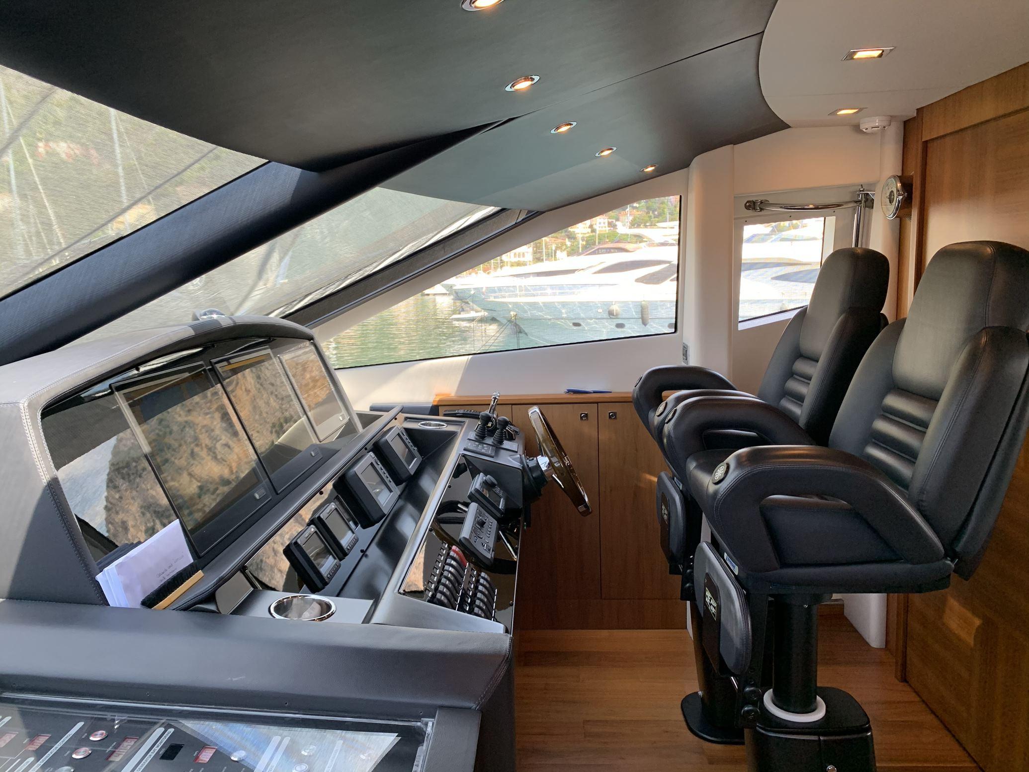Sunseeker 88 Yacht (011) | Интерьер 10