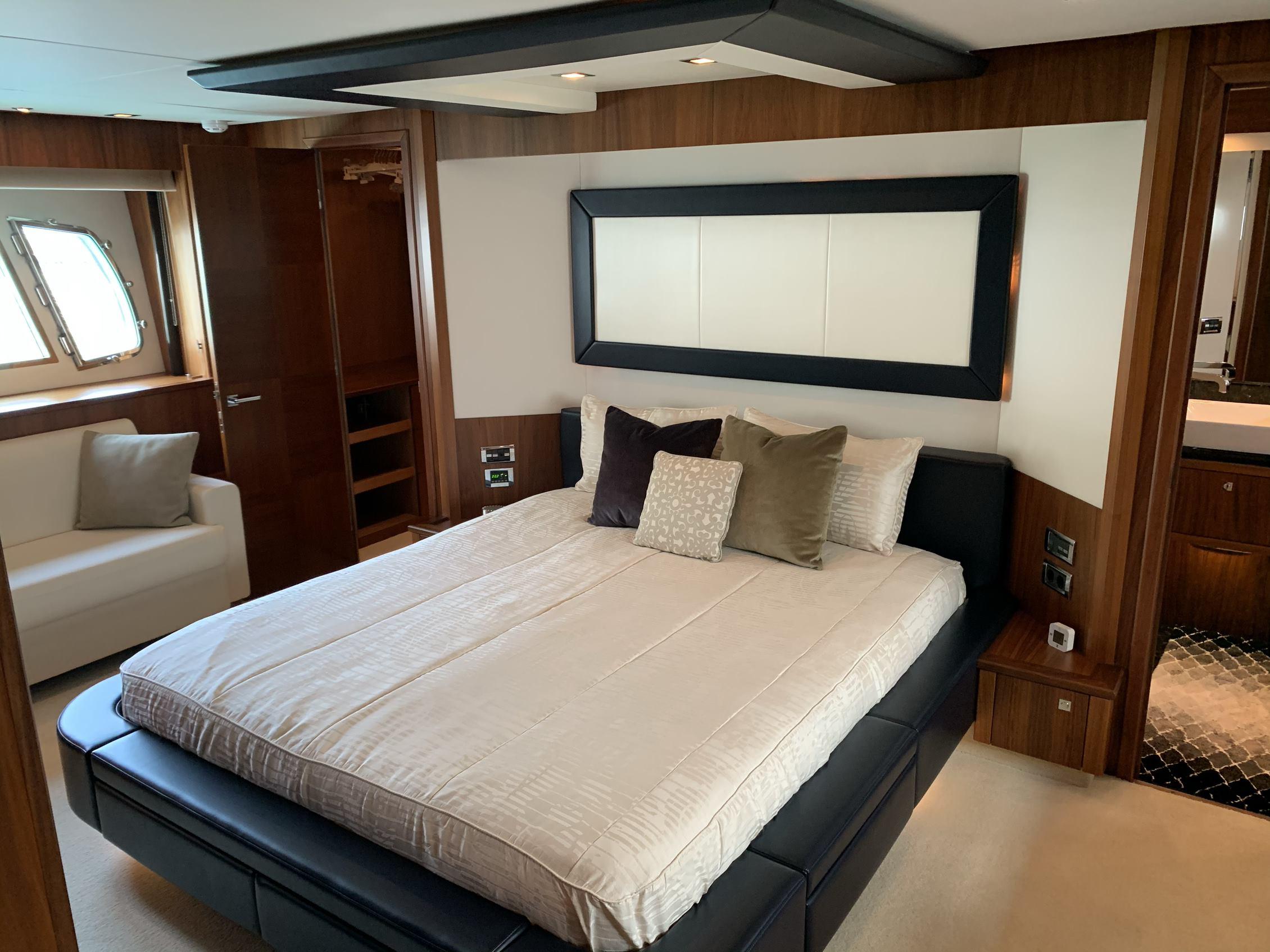 Sunseeker 88 Yacht (011) | Интерьер 12
