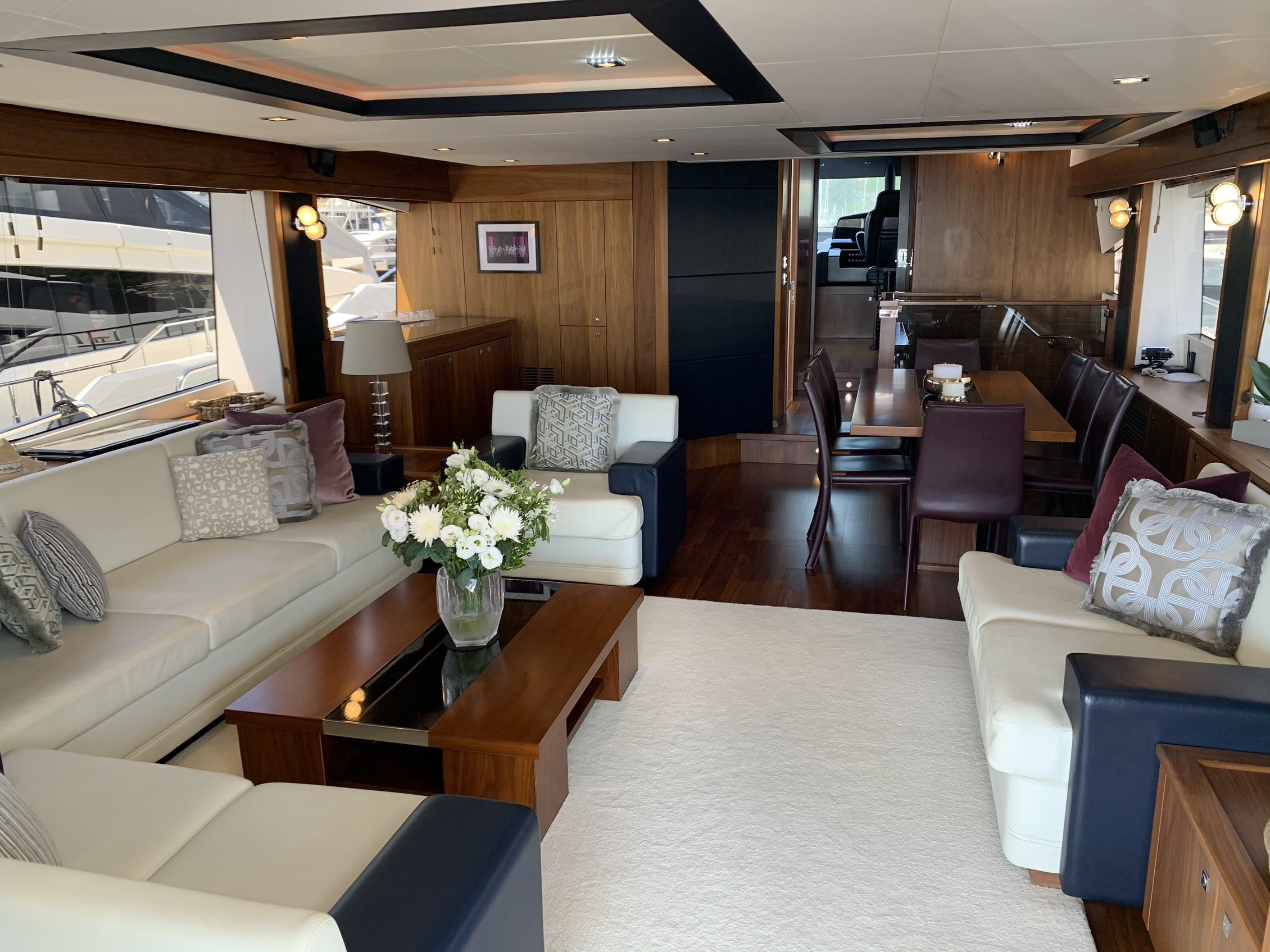 Sunseeker 88 Yacht (011) | Интерьер 1