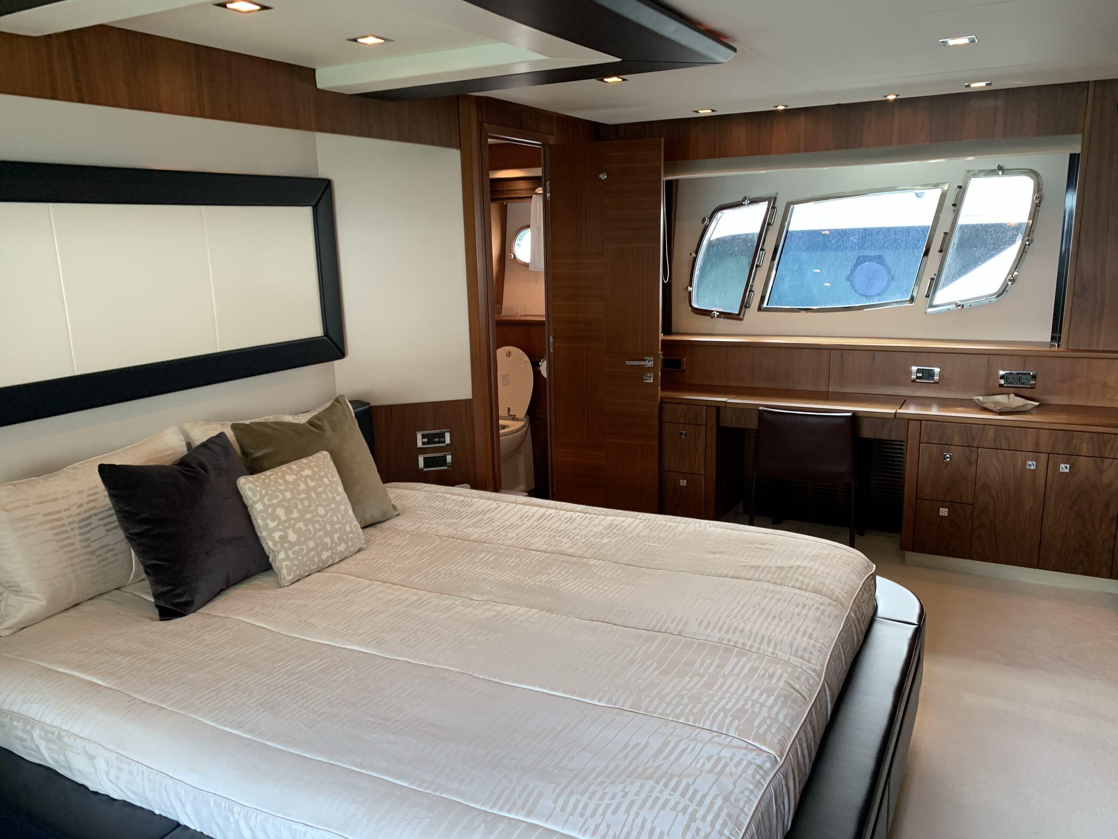 Sunseeker 88 Yacht (011) | Интерьер 13