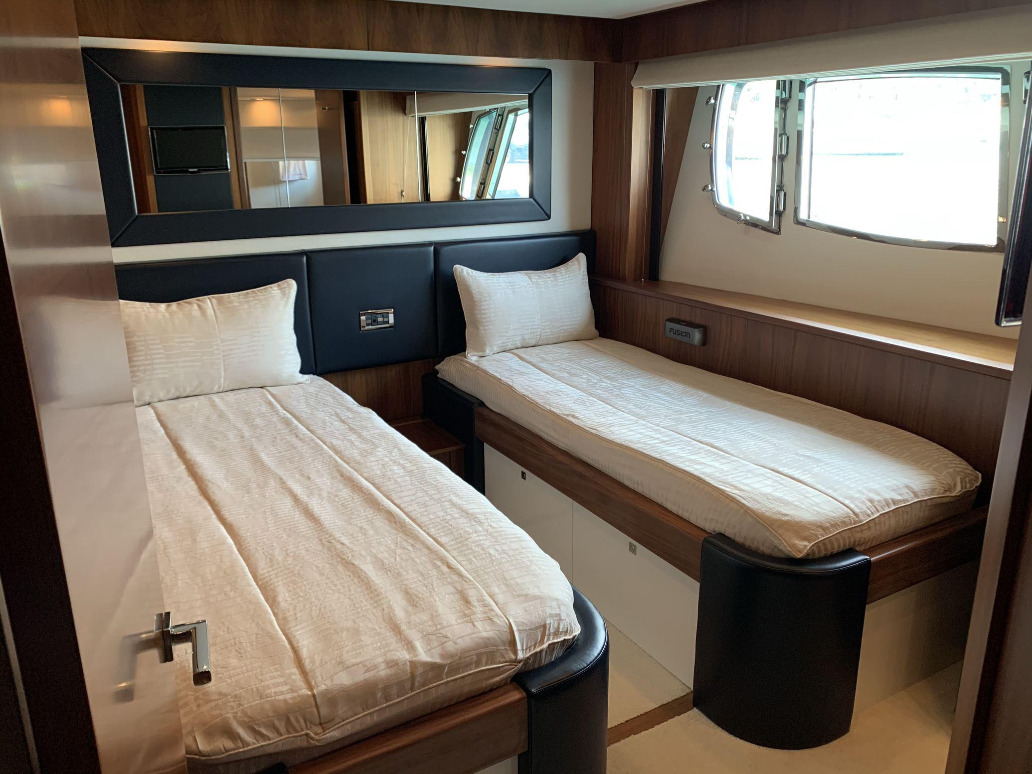 Sunseeker 88 Yacht (011) | Интерьер 14