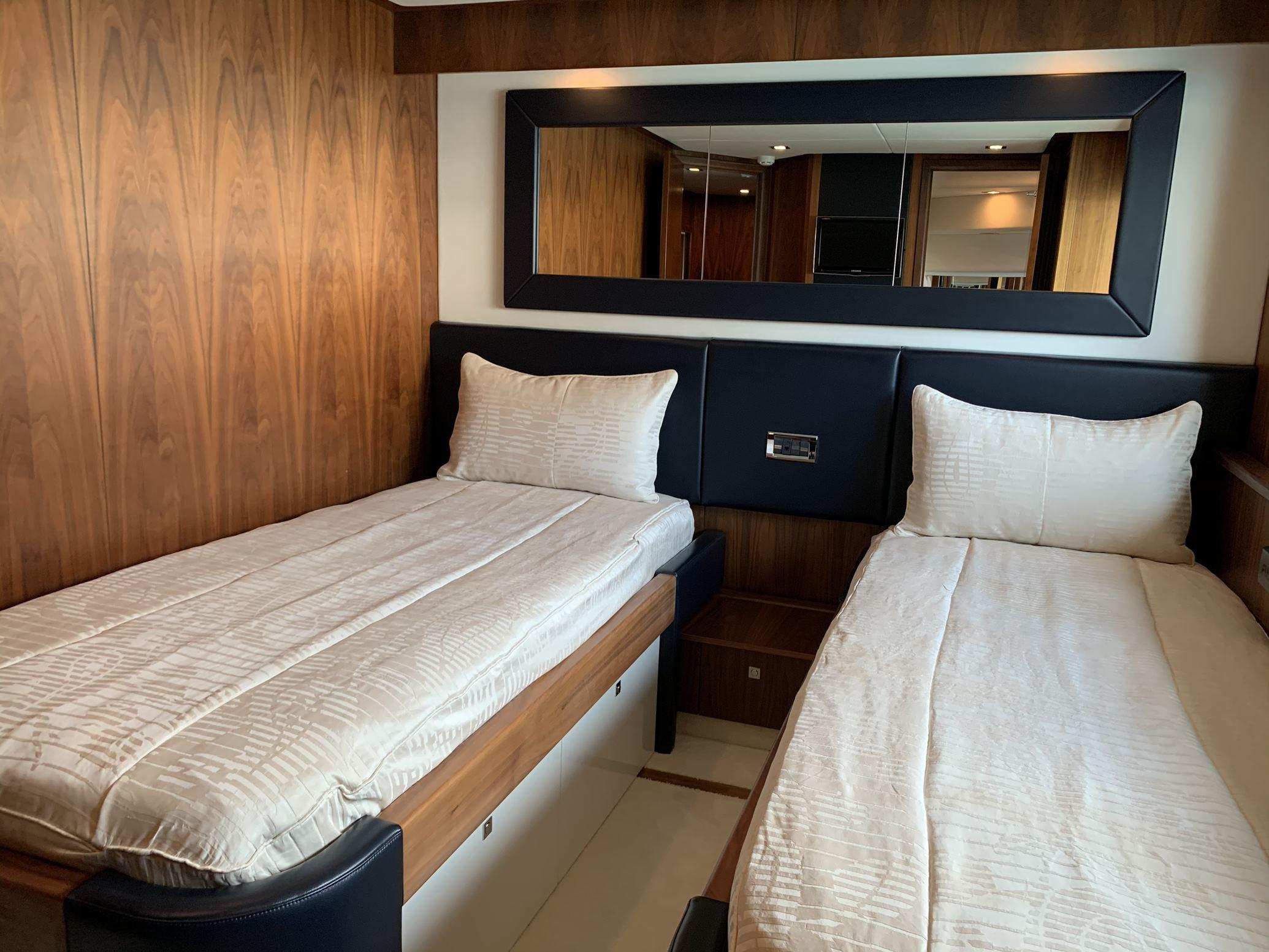 Sunseeker 88 Yacht (011) | Интерьер 15