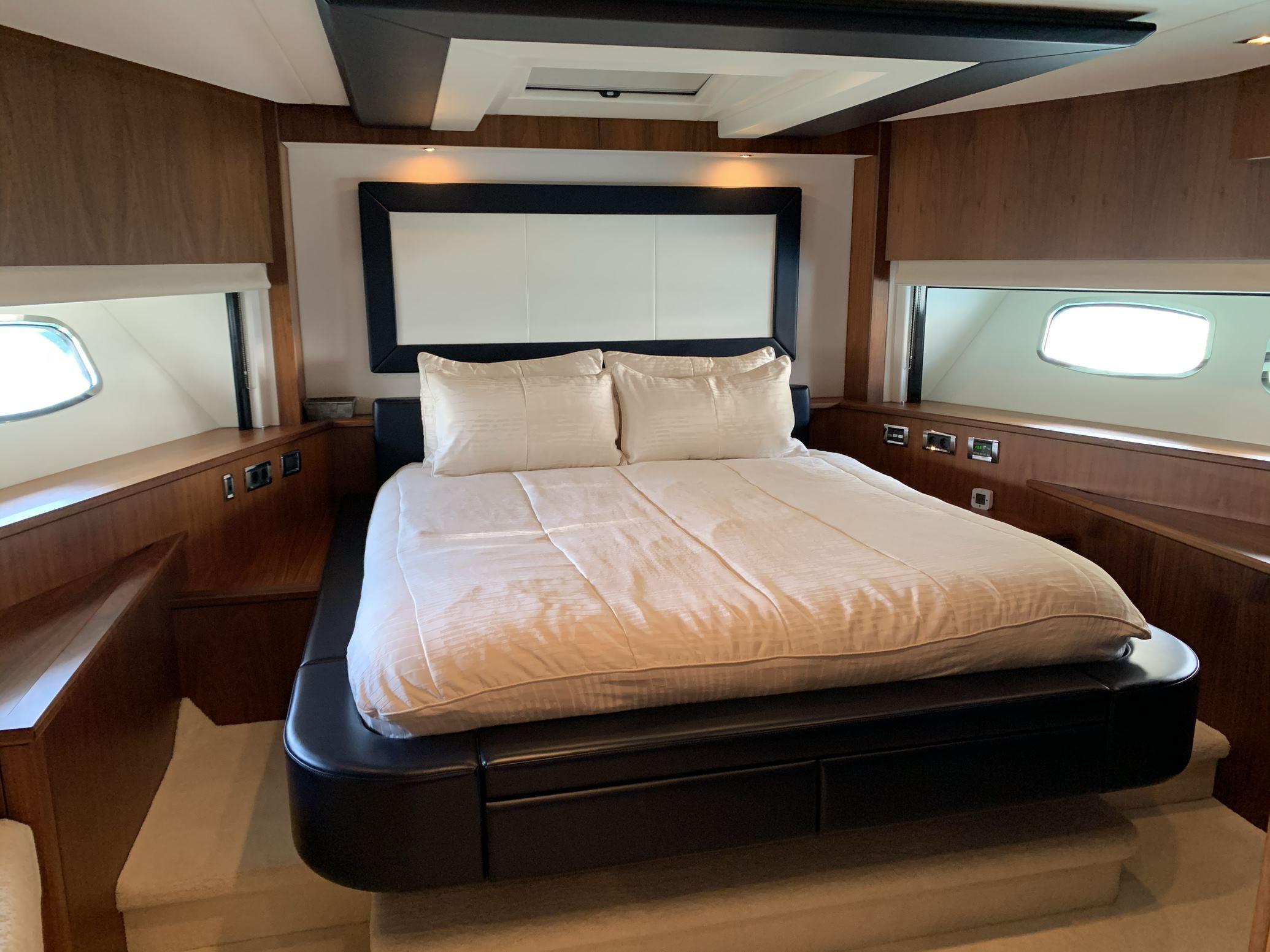 Sunseeker 88 Yacht (011) | Интерьер 17