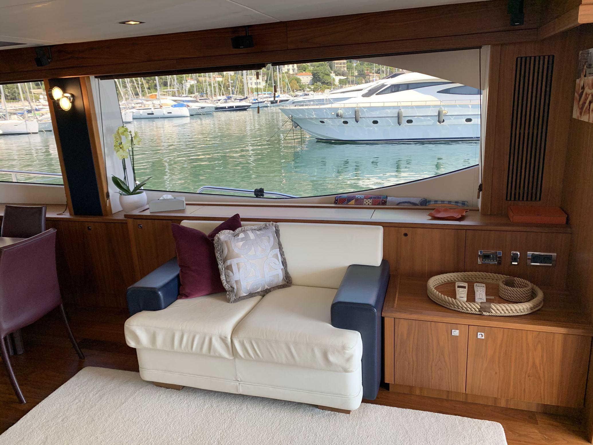 Sunseeker 88 Yacht (011) | Интерьер 3