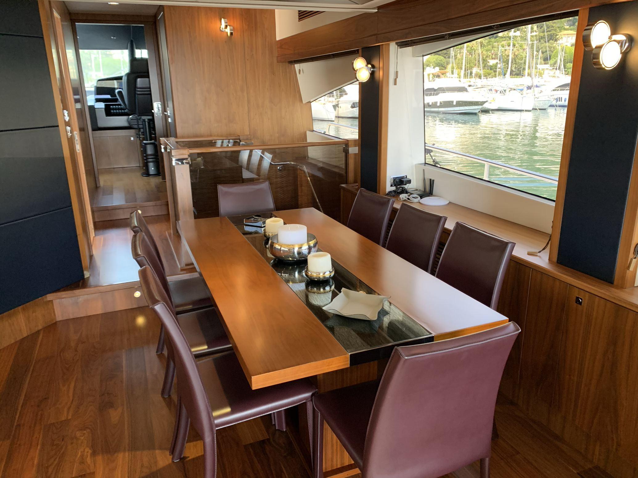 Sunseeker 88 Yacht (011) | Интерьер 4